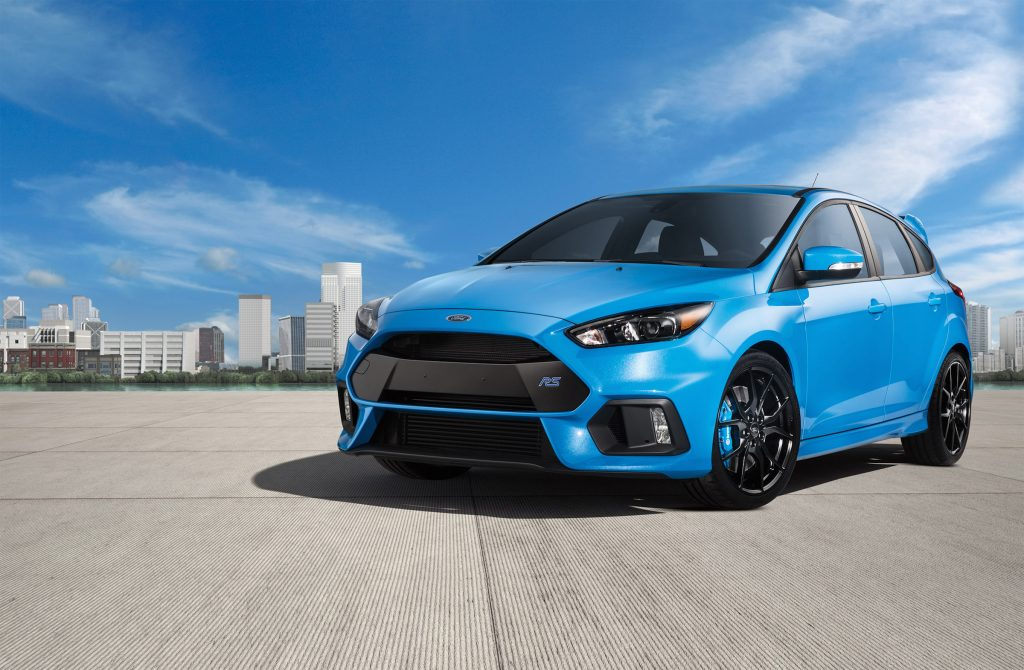 The 2017 Ford Focus RS is fitted with a manual transmission and a 2.3-liter Ecoboost engine that makes a shuddering 350 horsepower and 350 pound-feet of torque. )