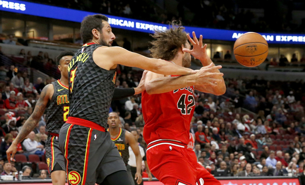 Atlanta guard Marco Belinelli, left, strips the ball from Chicago's Robin Lopez in the first half Thursday night in Chicago.
