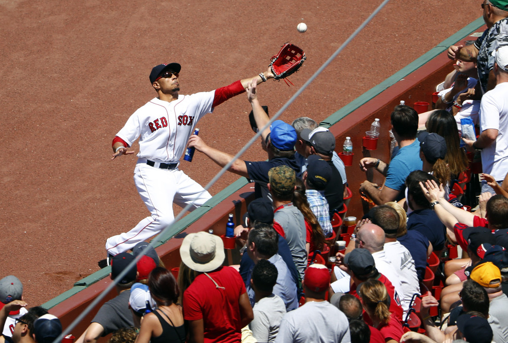 Boston Red Sox right fielder Mookie Betts won his second straight Gold Glove Award on Tuesday night.