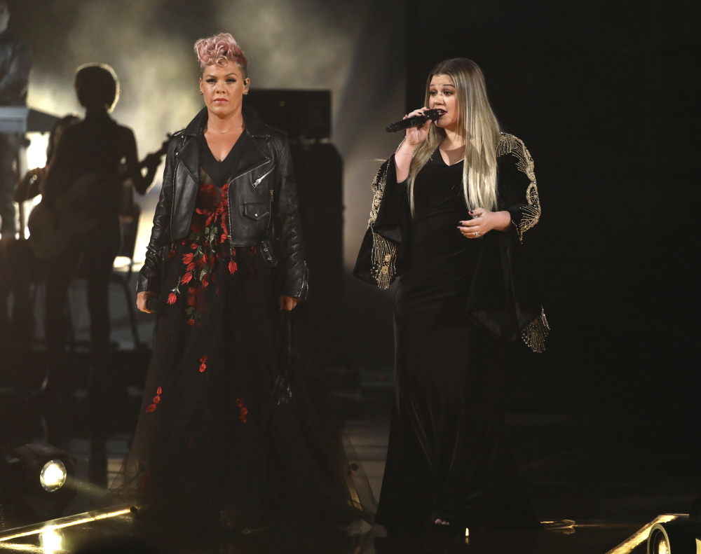 Pink, left, and Kelly Clarkson perform