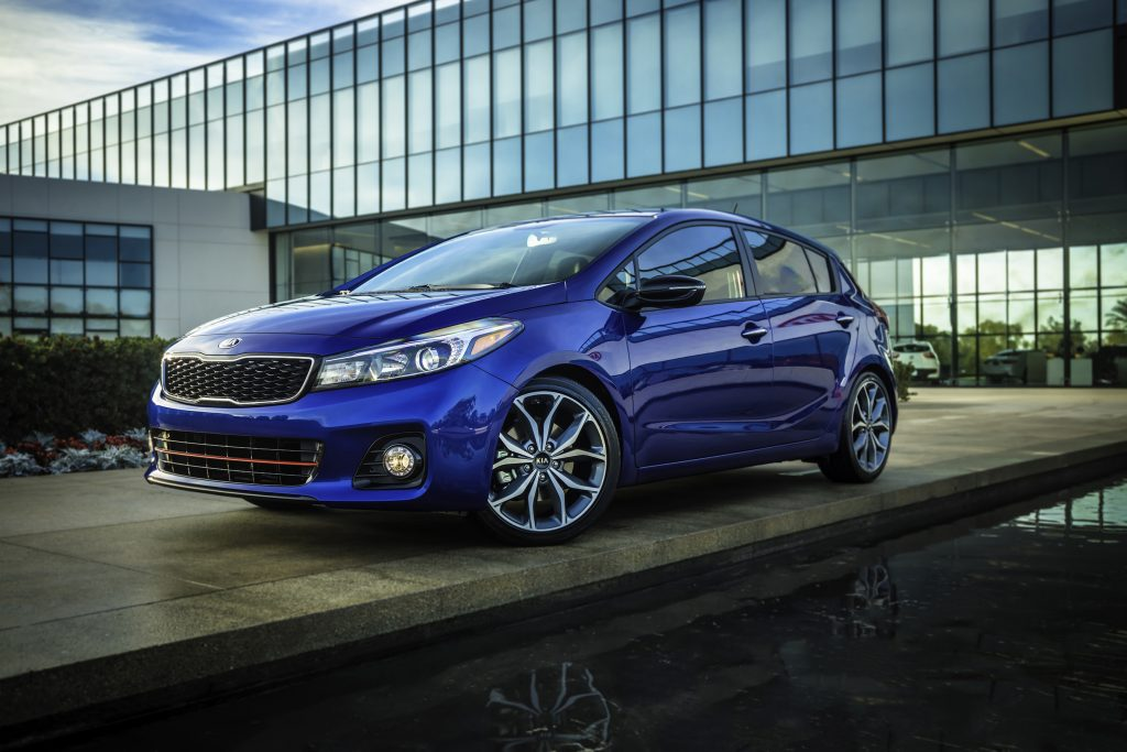 The 2018 Forte5 SX includes 18-inch alloy wheels and a red-accented front fascia.