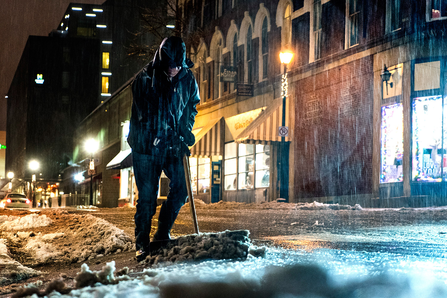 After a slippery morning, snow mixes with rain and sleet to slow Tuesday evening commute