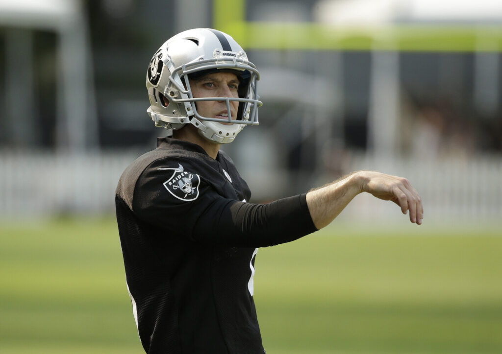Veteran kicker Mike Nugent signed with the Patriots on Thursday to replace the injured Stephen Gostkowski.