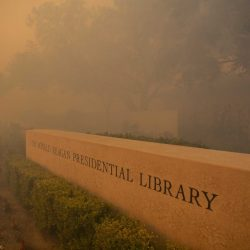 CORRECTION_APTOPIX_California_Wildfires_Blackout_25361