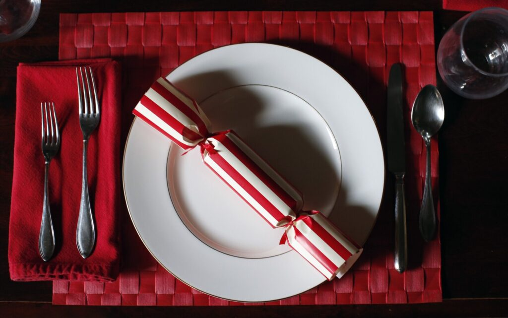 A holiday cracker, an English tradition, now with a DIY sustainability twist.