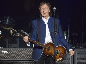 Britain_Glastonbury_McCartney_62554