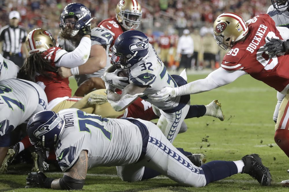 Seattle running back Chris Carson (32) runs for a touchdown against San Francisco during the second half Sunday night in Santa Clara.