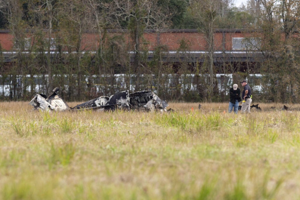 A small plane en route to the Peach Bowl playoff game in Atlanta crashed into the parking lot of a post office in Louisiana shortly after takeoff on Saturday, killing the daughter-in-law of one of the team's coaches and four other people on board.