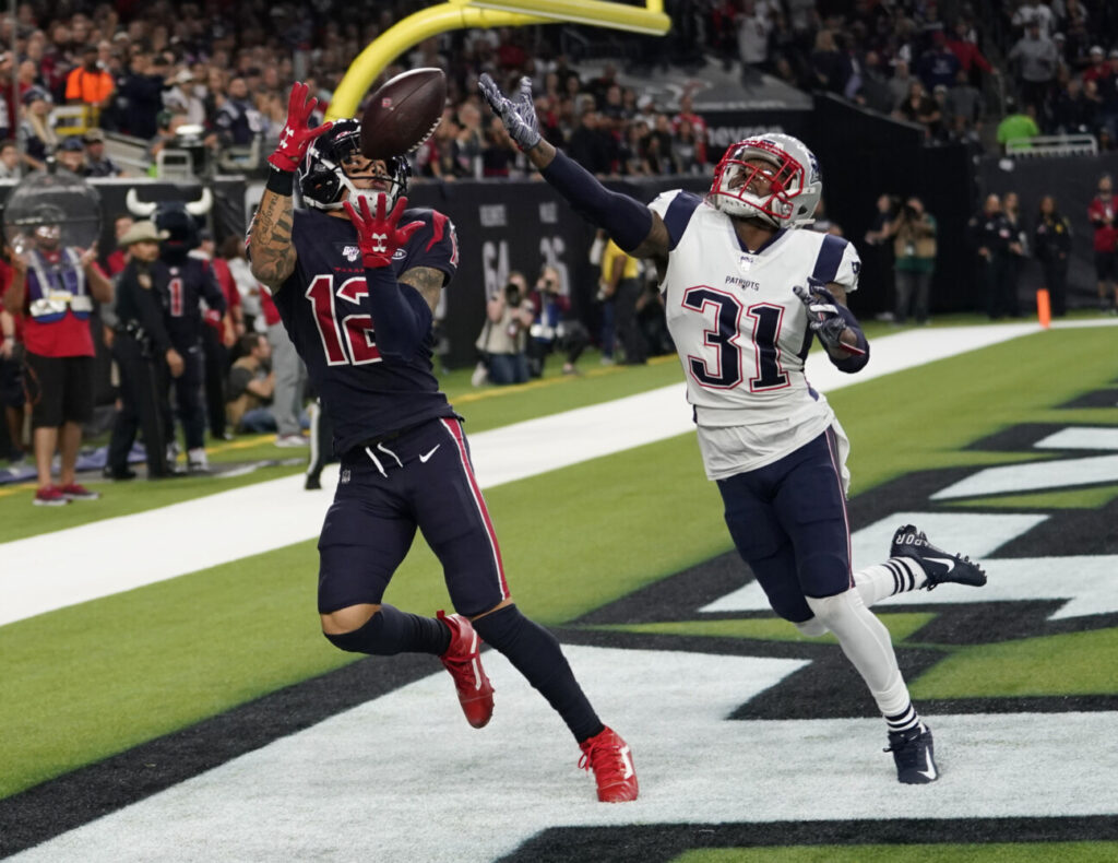 Houston Texans wide receiver Kenny Stills pulls in a pass in front of New England Patriots cornerback Jonathan Jones (31) during the Texans' 28-22 win Sunday in Houston.