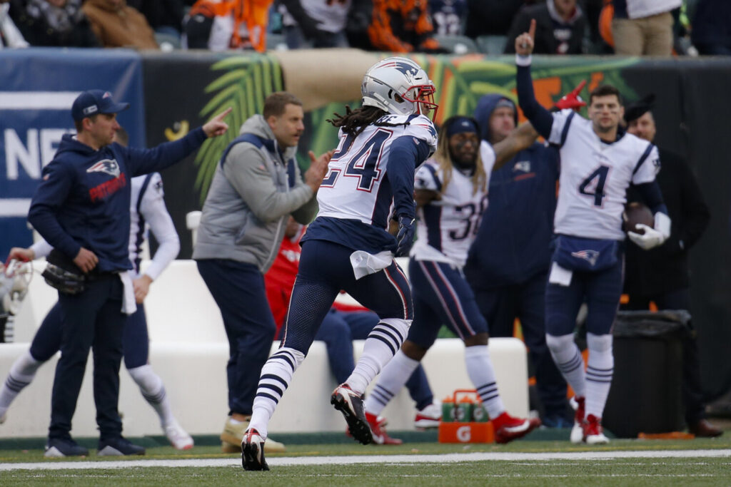 Cornerback Stephon Gilmore returns an interception for a touchdown in the third quarter of the Patriots' 34-13 win over the Cincinnati Bengals on Sunday in Cincinnati.