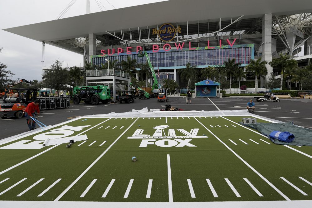 Luxury hotels, clubs and restaurants are offering over-the-top packages to lure in big spenders during the Super Bowl in Miami.
