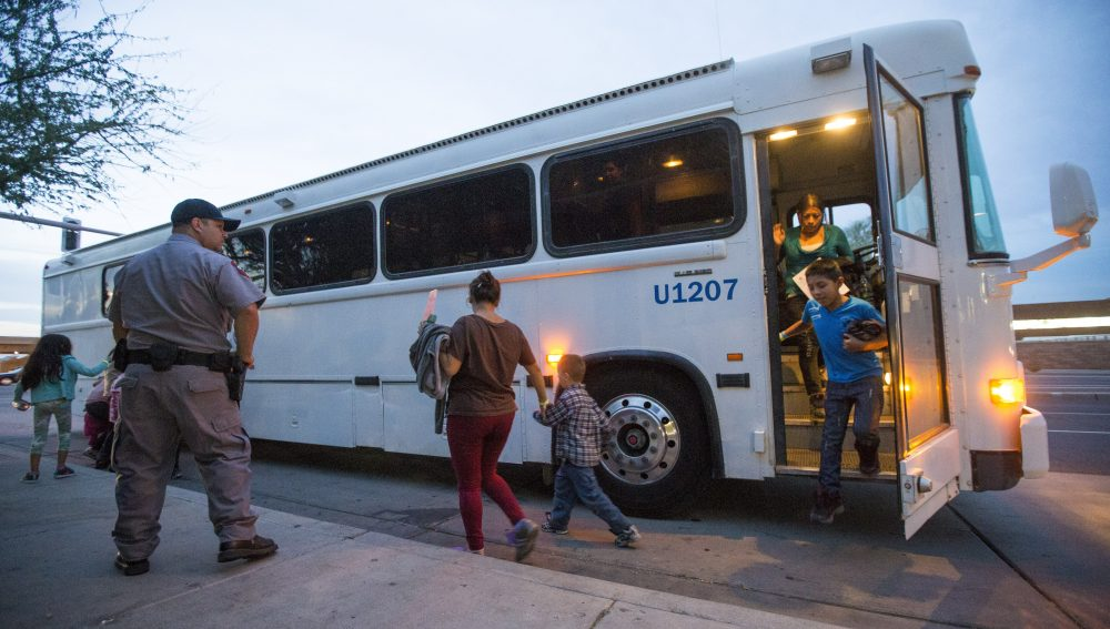 Border_Patrol-Bus_Checks_22312