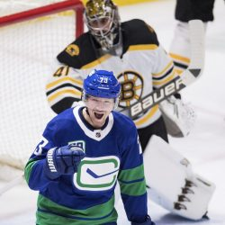 Bruins_Canucks_Hockey_36340