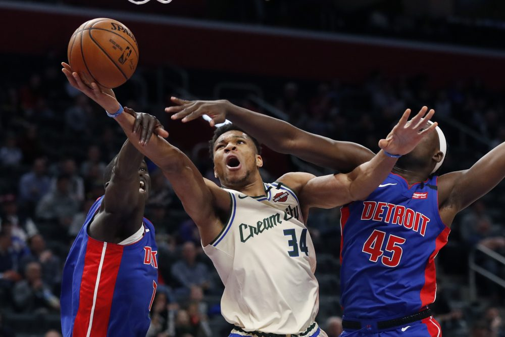 Bucks_Pistons_Basketball_88393