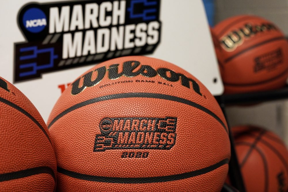 March_Madness_Basketball_18743