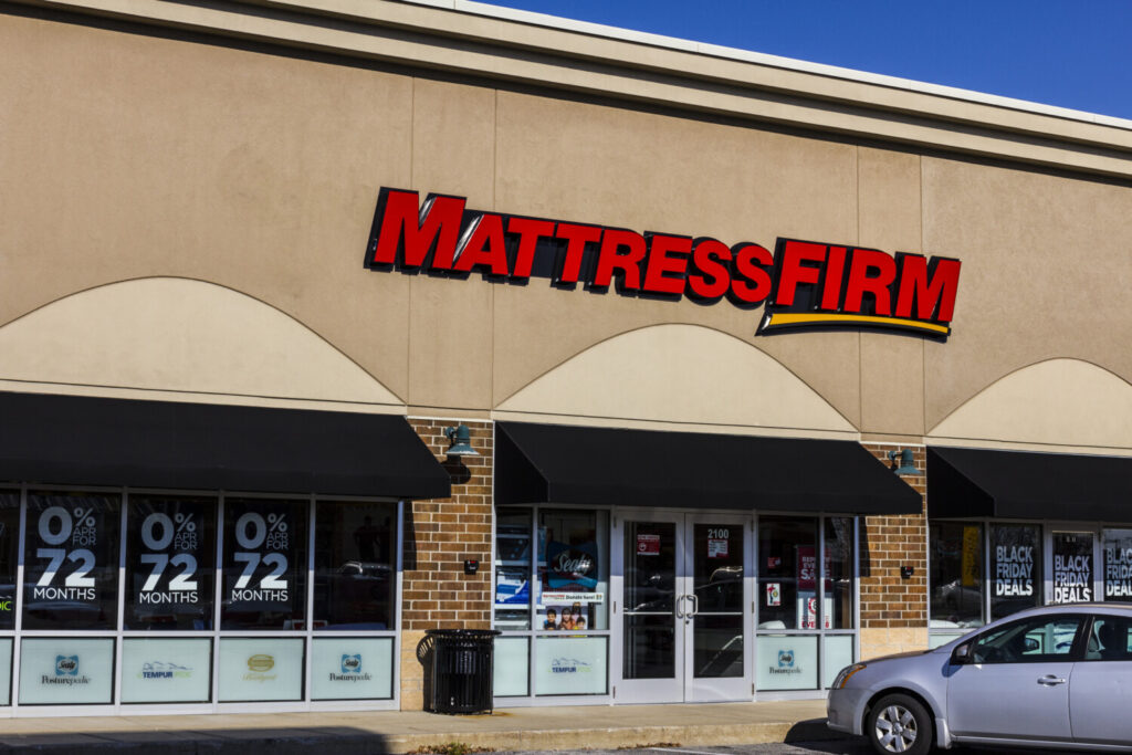 Mattress Firm, with about 2,400 stores, sent landlords a letter last week saying it would cut rent in exchange for longer leases and offering two options to do so. This week, it sent a more urgent note revoking its earlier offer.