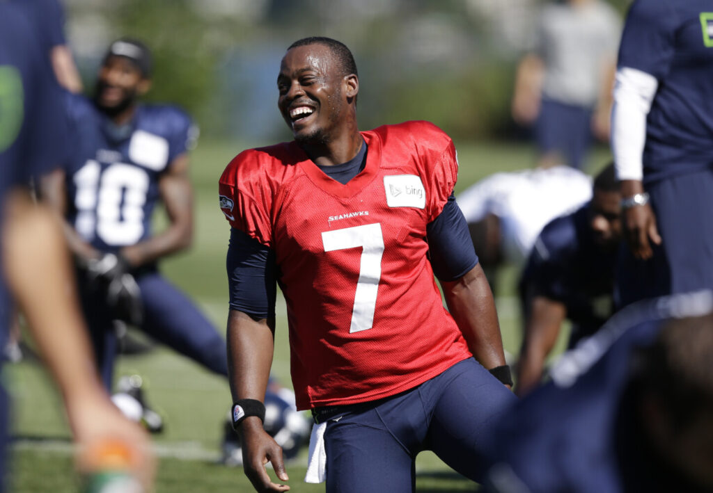 Former Seattle Seahawks quarterback Tarvaris Jackson died in a single car accident on Sunday.