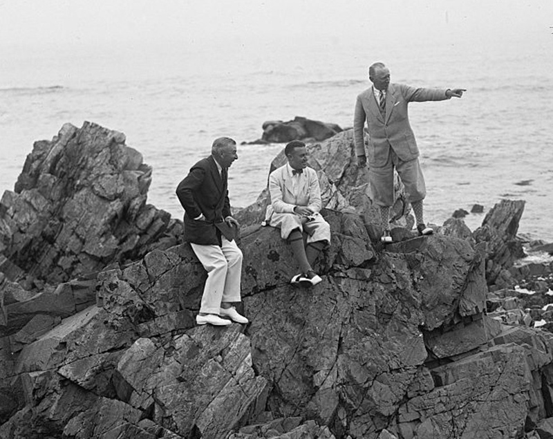Kenneth M. Roberts sits between Booth Tarkington, left, and Atwater Kent in Kennebunkport in August 1925.