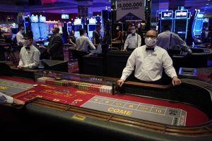 APTOPIX_Virus_Outbreak_Vegas_Casinos_88746