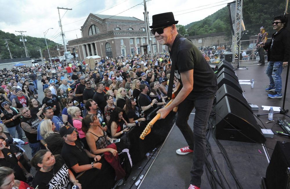 Great White apologizes for mask-less show in North...