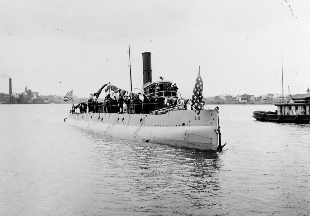 USS L-8 afloat immediately after launching, at the Portsmouth Navy Yard at Kittery in April, 1917.