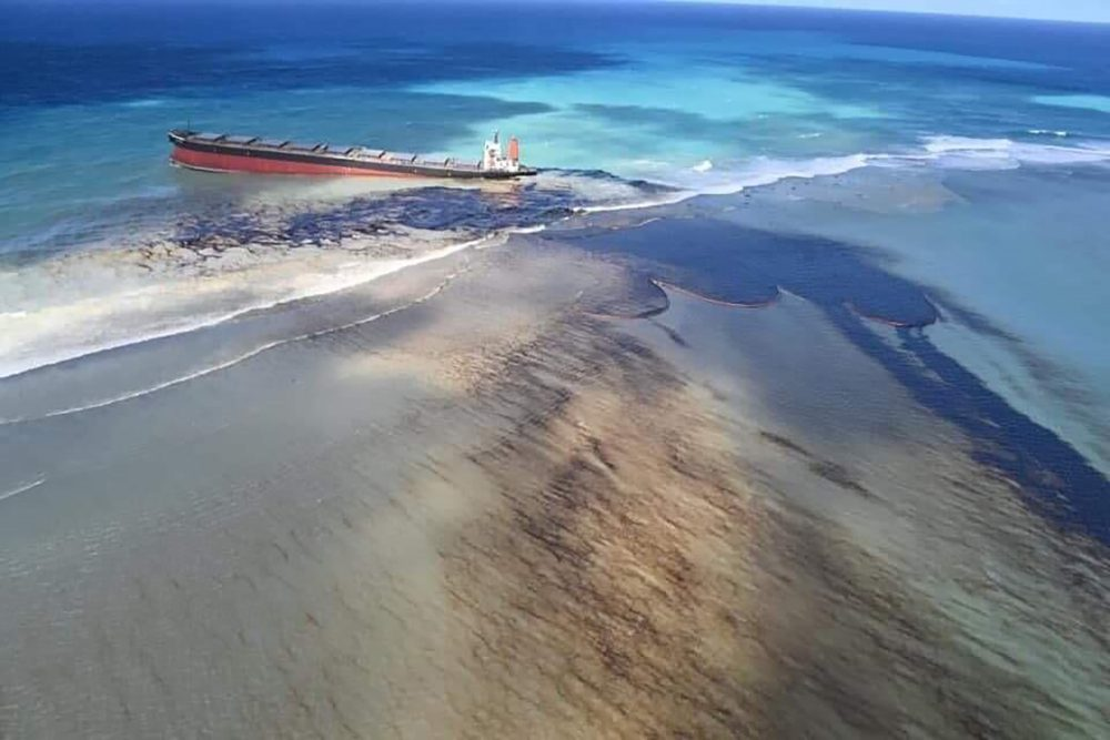 Oil leaks Friday from the MV Wakashio, a bulk carrier ship that ran aground off the southeast coast of Mauritius.