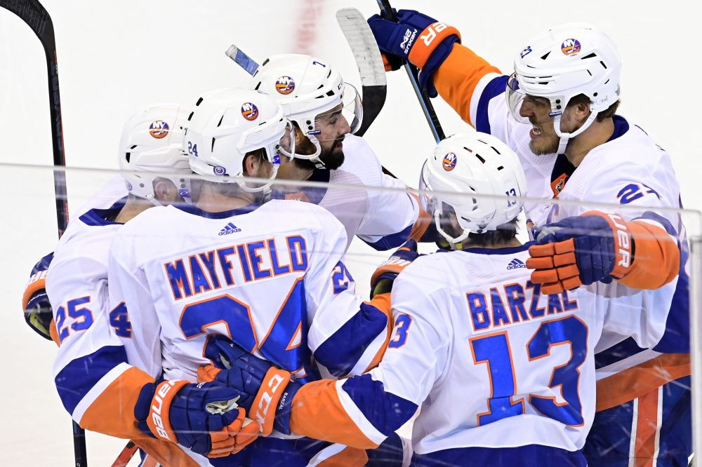 Islanders finally finish off Flyers