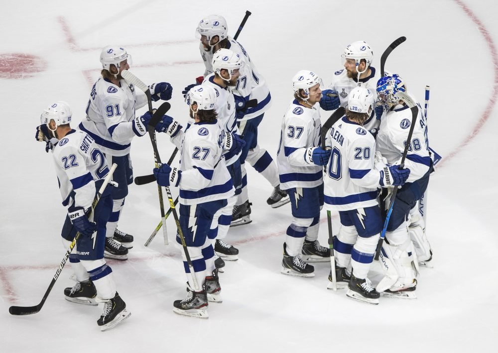 Stamkos scores, leaves, Lightning beat Stars 5-2 in Game 3