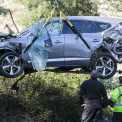 APTOPIX_Tiger_Woods_Vehicle_Crash_Golf_26118
