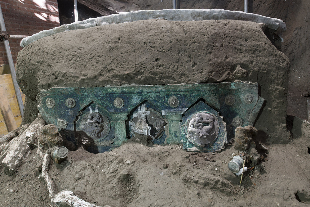 A chariot, with its iron elements, bronze decorations and mineralized wooden remains, was found in Civita Giuliana, north of Pompeii.
