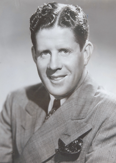 who is rudy vallee Rudy vallee was a tough cookie, slave driving the cast of the show during rehearsals and fist fighting anyone who got on his nerves he was known to slug photographers, fling sheet music at pianists' heads, and come down from the stage to punch hecklers right in the nose.