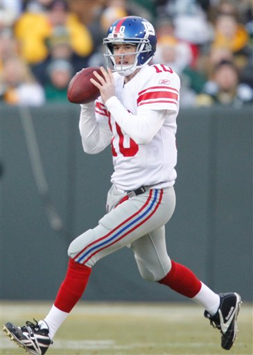 New York Giants quarterback Eli Manning (10) looks for a receiver during the first the first half of an NFL divisional game against the Green Bay Packers Sunday in Green Bay, Wis.