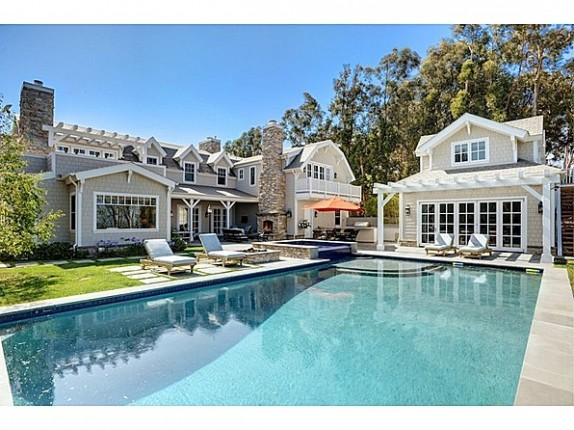 TV host Howie Mandel's Malibu home has six bedrooms and sits on an acre of land with ocean views.