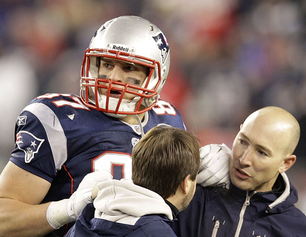 New England Patriots tight end Rob Gronkowski is helped off the field after being injured during the second half of the AFC Championship NFL football game against the Baltimore Ravens. (AP Photo/Stephan Savoia)