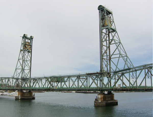 The lift span of the old Memorial Bridge will be removed tonight.