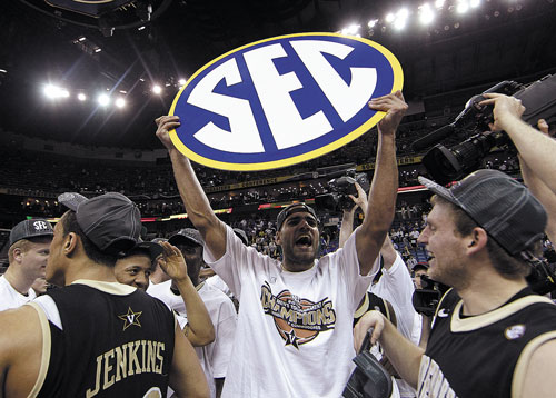 WE DID IT: Vanderbilt forward Jeffery Taylor holds up an SEC sign after Vanderbilt beat Kentucky 71-64 to win the Southeastern Conference tournament last weekend at the New Orleans Arena in New Orleans.
