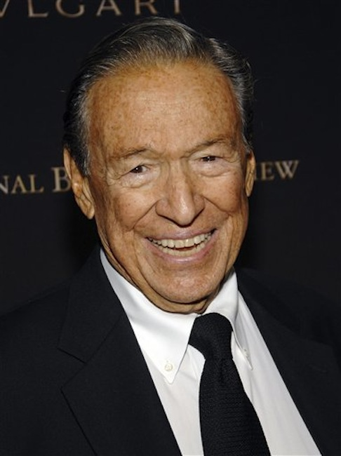 """This Jan. 15, 2008 photo shows television news journalist Mike Wallace at the 2007 National Board of Review of Motion Pictures Awards Gala in New York. Wallace, famed for his tough interviews on """"60 Minutes,"""" has died, Saturday, April 7, 2012. He was 93. (AP Photo/Evan Agostini)"""