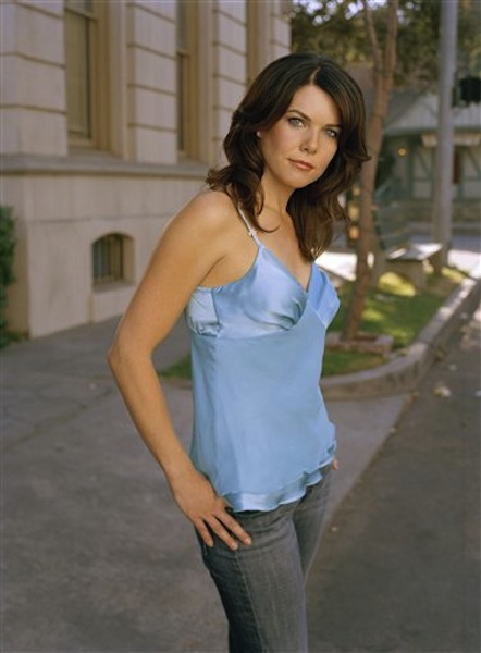 "his undated publicity photo released by The WP shows Lauren Graham, who stars as Lorelai Gilmore in the network's popular series, ""Gilmore Girls."" Why settle for one great mom when, as any TV viewer knows, you can adopt a series of them? AP Television Writer Lynn Elber chooses five of the best sit com moms, from the demure 1950s version to the freewheeling 21st-century incarnation. As a young, fiercely devoted single parent, Lorelai Gilmore has her own growing up to do, but always puts her daughter Rory's needs first. (AP Photo/ The WB / Frank Ockenfels, File)"