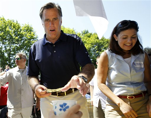 Republican presidential candidate Mitt Romney says President Obama has put the interests of his wealthy campaign donors above the middle class.