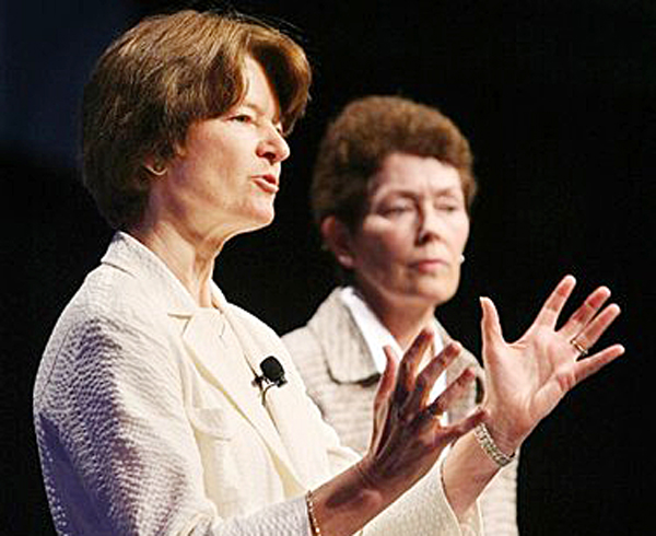In this 2008 photo made available by the American Library Association, Sally Ride, left, and Tam O-Shaughnessy discuss the role of women in science and how the earth's climate is changing during an conference in Anaheim, Calif.