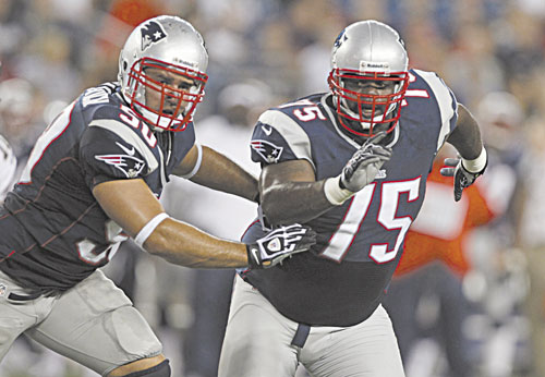 BACK ON THE LINE: New England's Rob Ninkovich, left, has switched from outside linebacker to defensive end this season. Ninkovich played on the line in college.