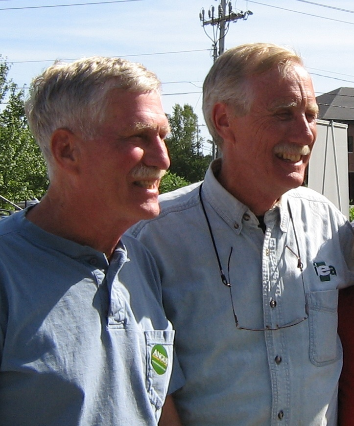 John Laban, left, stands with U.S. Senate candidate Angus King during a recent campaign stop in Bethel.