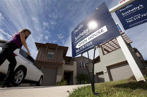 Average U.S. rates on fixed mortgages fell to fresh record lows this week, a trend that has helped the housing market start to recover this year. Mortgage buyer Freddie Mac says that the average rate on the 30-year loan dipped to 3.34 percent, the lowest on records dating back to 1971. That's down from 3.40 percent last week and the previous record low of 3.36 percent reached last month.