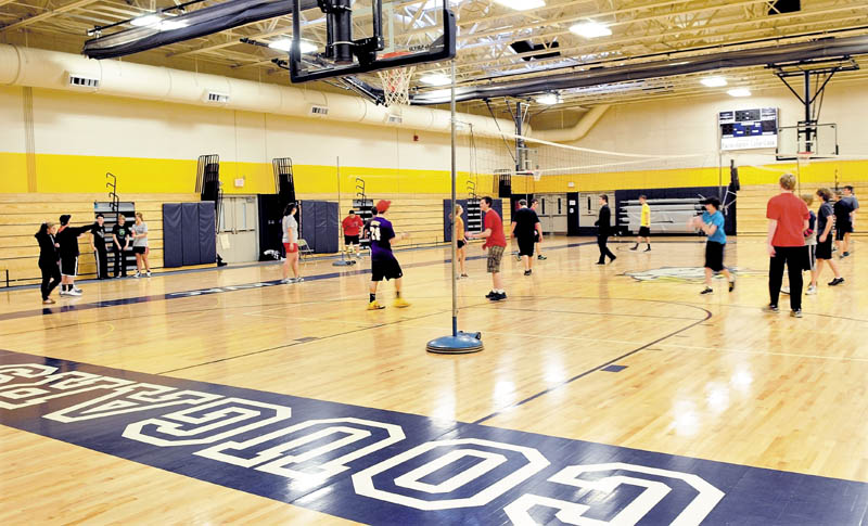 Staff photo by David Leaming NEW AND IMPROVED: Mt. Blue High School students participate in physical education class in the new gymnasium at the Farmington school recently.