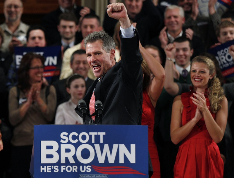 In this Jan. 19, 2012, file photo, then-Sen. Scott Brown, R-Mass., pumps his fist during his re-election campaign kick-off in Worcester, Mass., in this Jan. 19, 2012 file photo. Brown is in discussions with Fox News to join the cable network as a contributor. (AP Photo/Charles Krupa, File)