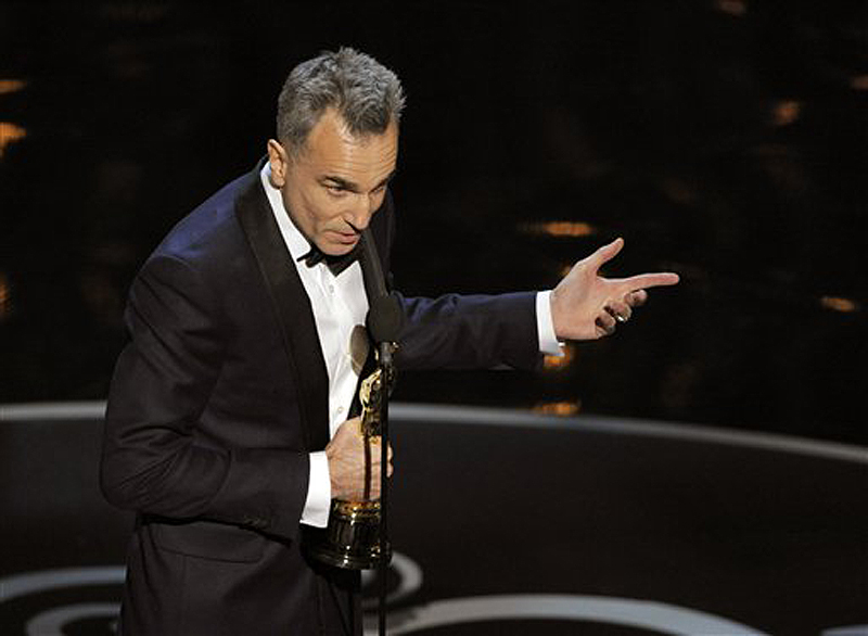 """Daniel Day-Lewis accepts the award for best actor in a leading role for """"Lincoln."""" Oscars;Oscar"""
