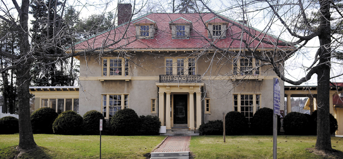 The family of the late Maine publisher Guy Gannett wants to turn his former house in Augusta, next door to the Blaine House, into a First Amendment museum.
