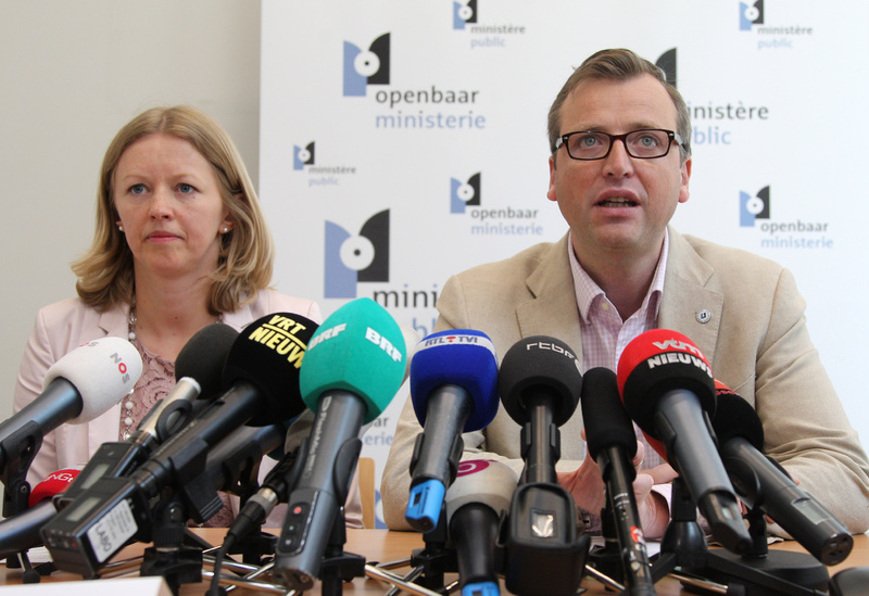 Jean-Marc Meilleur, right, and Anja Bijnens, spokespersons for Belgian prosecutors, announce Wednesday that police carried out a series of international raids in connection with a $50 million diamond heist in Brussels.