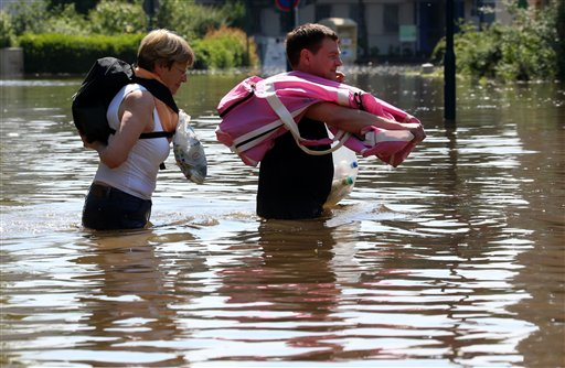 Inhabitants carry belongings through the floods of river Elbe in Magdeburg, eastern Germany, Saturday. German news agency dpa said people in Magdeburg in Saxony-Anhalt were anxiously awaiting the crest of the Elbe river on Saturday, while residents further upstream were starting to clean up the debris that was left along the river. Pegel;Elbe;Pegelstand;Rekordwert;lah;Hochwasser
