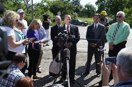 Robert Foley, center, special agent in charge of the FBI's Detroit division, addresses the media in Oakland Township, Mich., Wednesday, where he announced the FBI was ending the search for the remains of Teamsters union president Jimmy Hoffa.